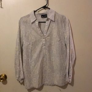 4/$10!Women's blouse subtle flower print